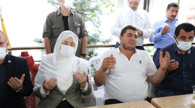 Meral Akşener'den Emirhan Yalçın'ın ailesine taziye ziyareti